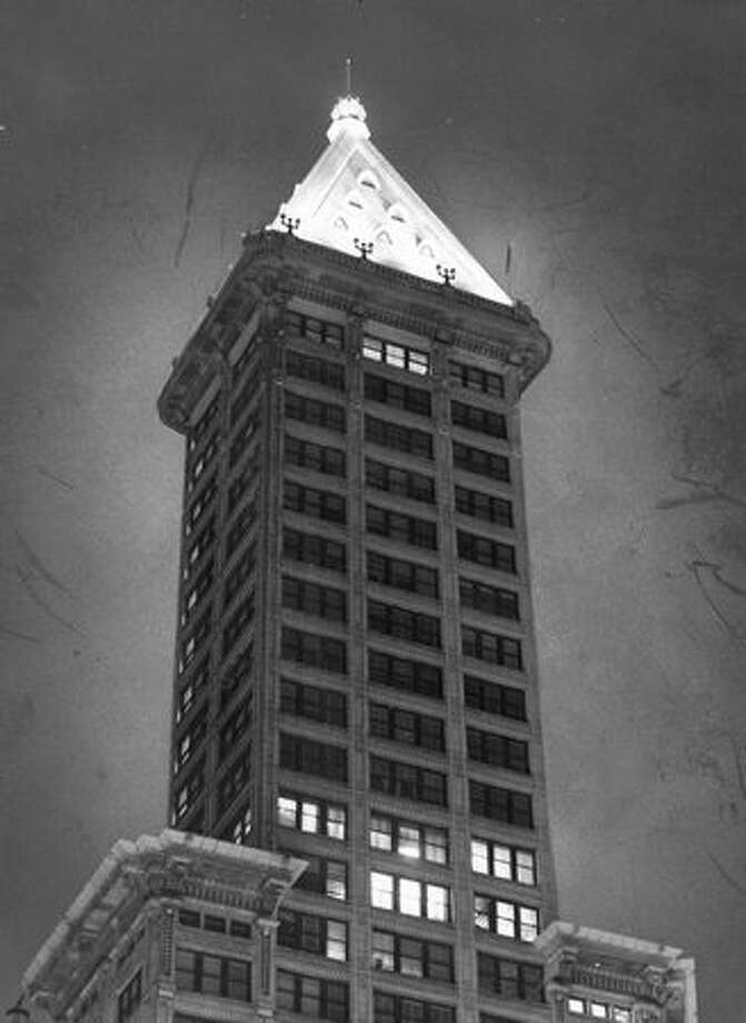 The Smith Tower at night, Oct. 28, 1962. Photo: P-I File / P-I File