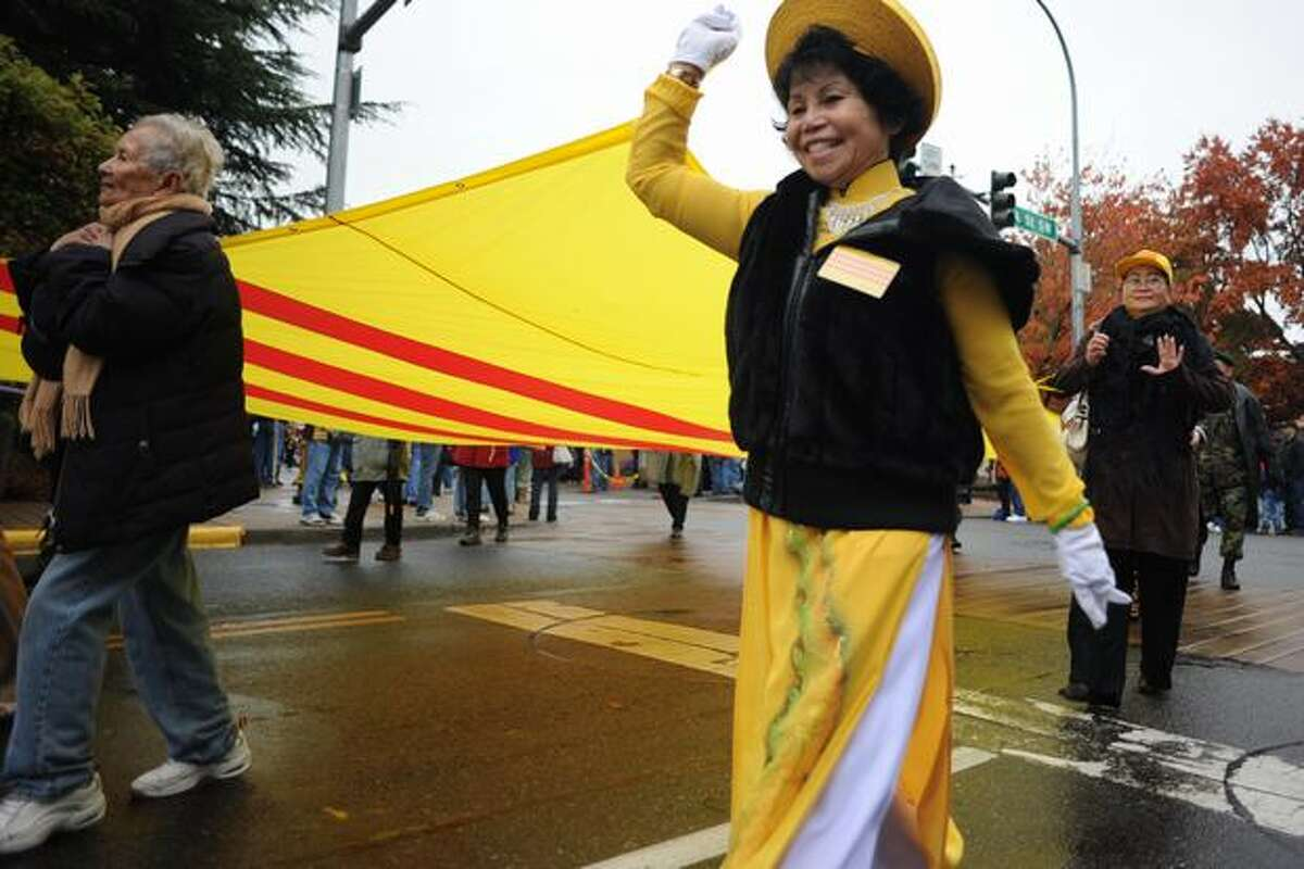 The Vietnamese Veterans' Confederation of Washington passes through Main St in Auburn.