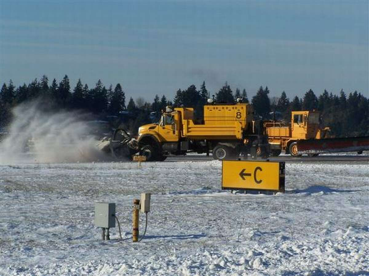 Plows clear snow at Sea-Tac Airport (Perry Cooper/Port of Seattle)
