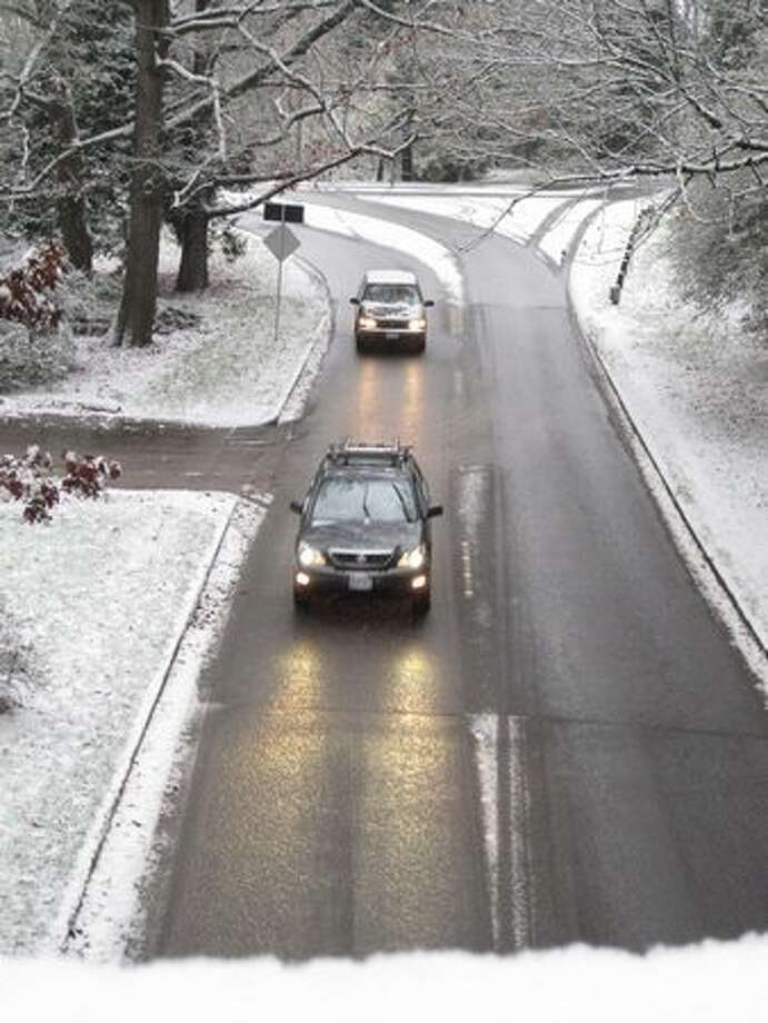 Cars go through the Washington Park Arboretum covered in snow on Monday. Photo: Vanessa Ho, Seattlepi.com