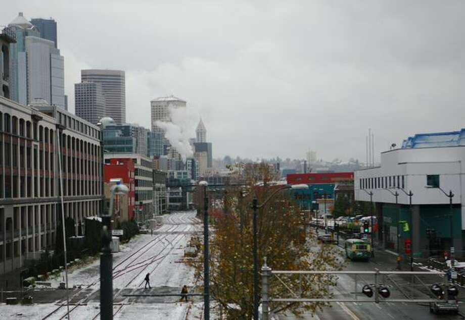 Seattle recieved a light snow Monday morning. The view from above Alaska Way shows a dusting around downtown. Photo: Levi Pulkkinen, Seattlepi.com