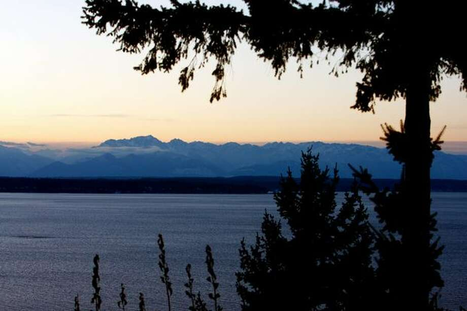 The sun sets over the Olympic Mountains on Tuesday in snowy Seattle. Photo: Levi Pulkkinen, Seattlepi.com