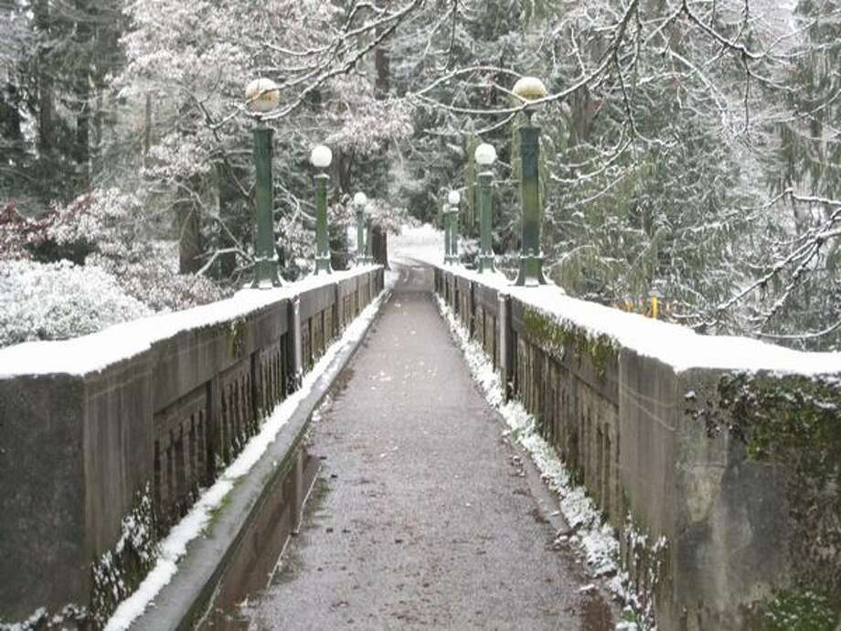 Snow covers a bridge in the Washington Park Arboretum in Seattle. Photo: Vanessa Ho, Seattlepi.com