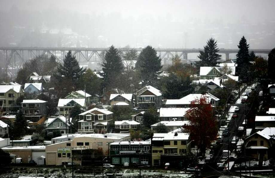 Snow blankets Seattle's Wallingford neighborhood during the first snowfall of the season on Monday. Photo: Joshua Trujillo, Seattlepi.com