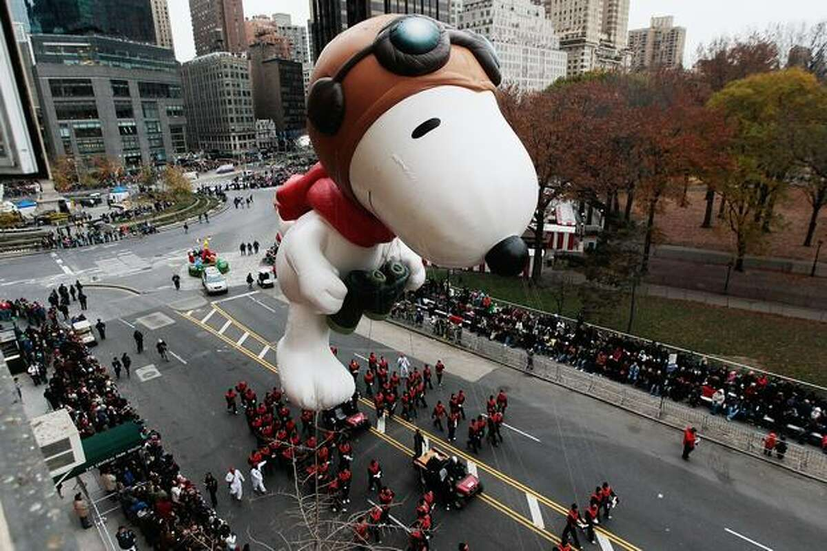 The Snoopy float glides down Central Park South during the Macy's Thanksgiving Day parade in New York City. This year's annual parade features approximately 8,000 participants, 15 giant character balloons and 43 novelty balloons. (Photo by Chris Hondros/Getty Images)