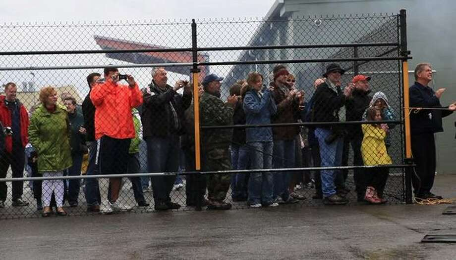 An overflow crowd watches a T-34 tank at the Flying Heritage Collection. Photo: Joshua Trujillo, Seattlepi.com
