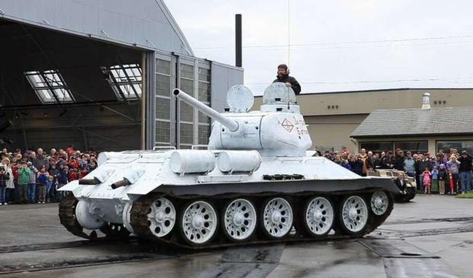 A Soviet T-34 tank is aimed before firing. Photo: Joshua Trujillo, Seattlepi.com