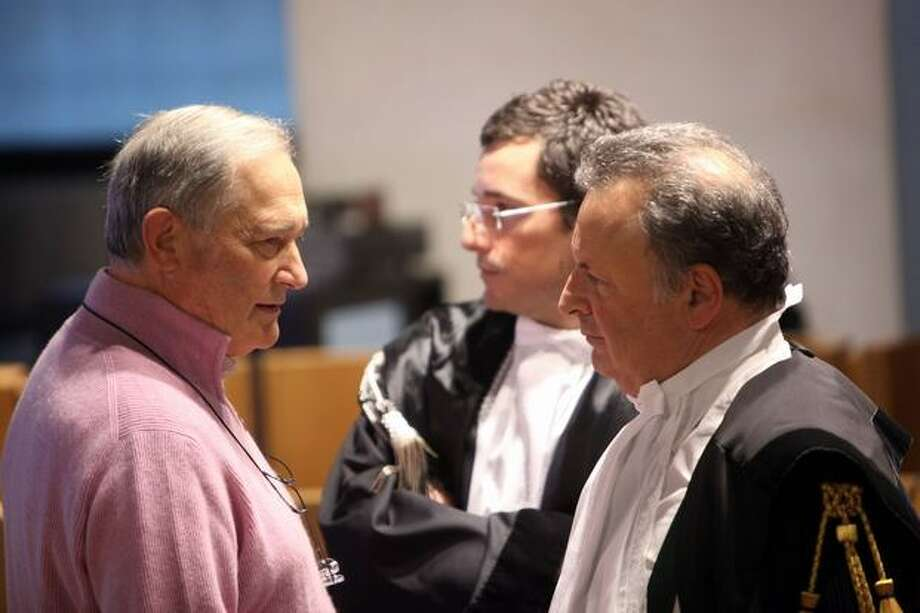 Francesco Sollecito (left), father of Raffaele Sollecito, talks with lawyer Luca Maori (right) during the appeal hearing. Photo: Getty Images