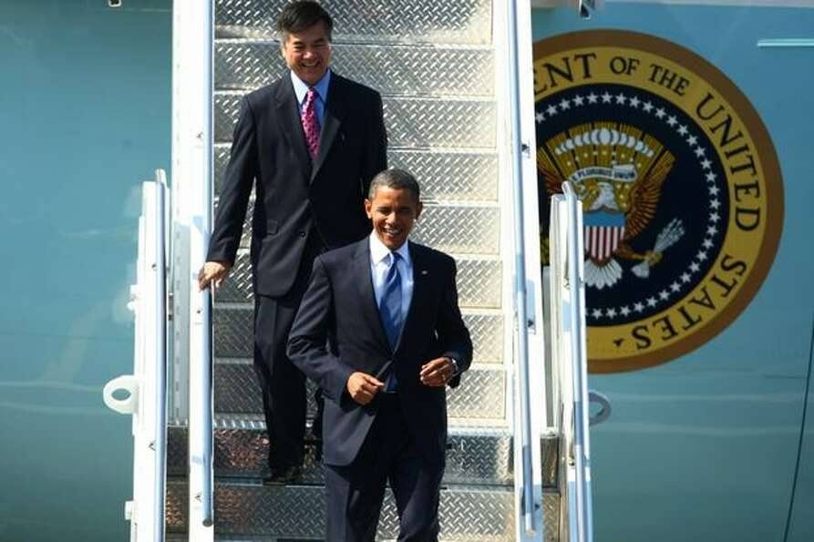 U.S. President Barack Obama departs Air Force One with former Washington State Governor Gary Locke d
