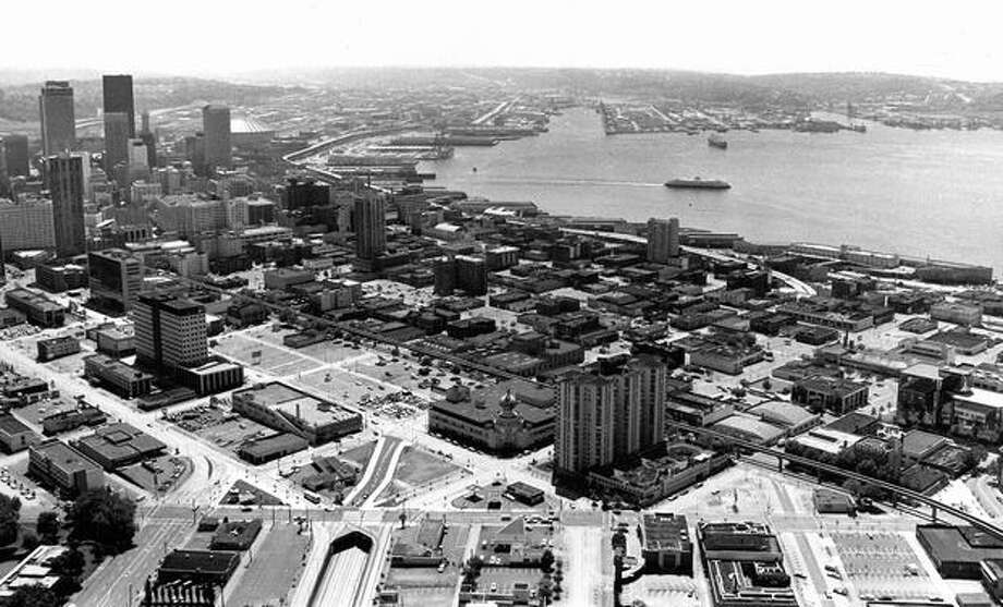 The downtown Seattle waterfront in 1976. Photo: P-I File