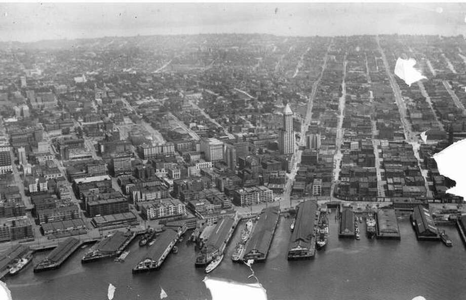 The downtown Seattle waterfront in 1932. Photo: P-I File