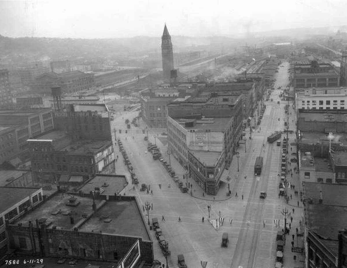 A photo showing King Street Station in 1929.