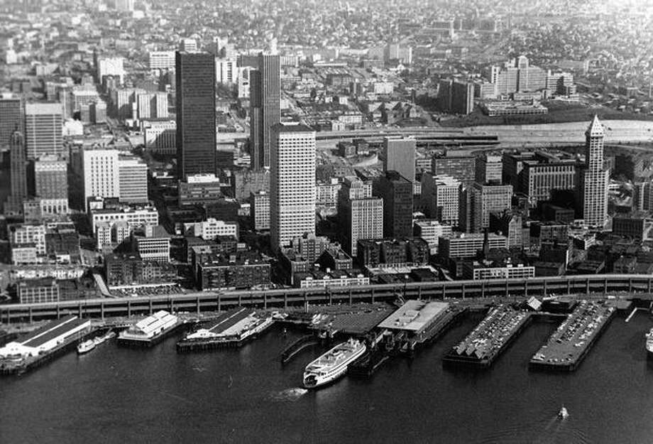 Downtown Seattle's waterfront in 1976. (Bob Miller/P-I) Photo: P-I File