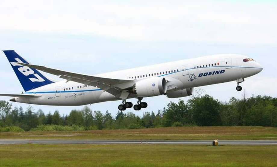 A Boeing 787 takes off during the first flight of the Boeing 787 powered with General Electric's GEnx engines on Wednesday. Photo: Joshua Trujillo, Seattlepi.com
