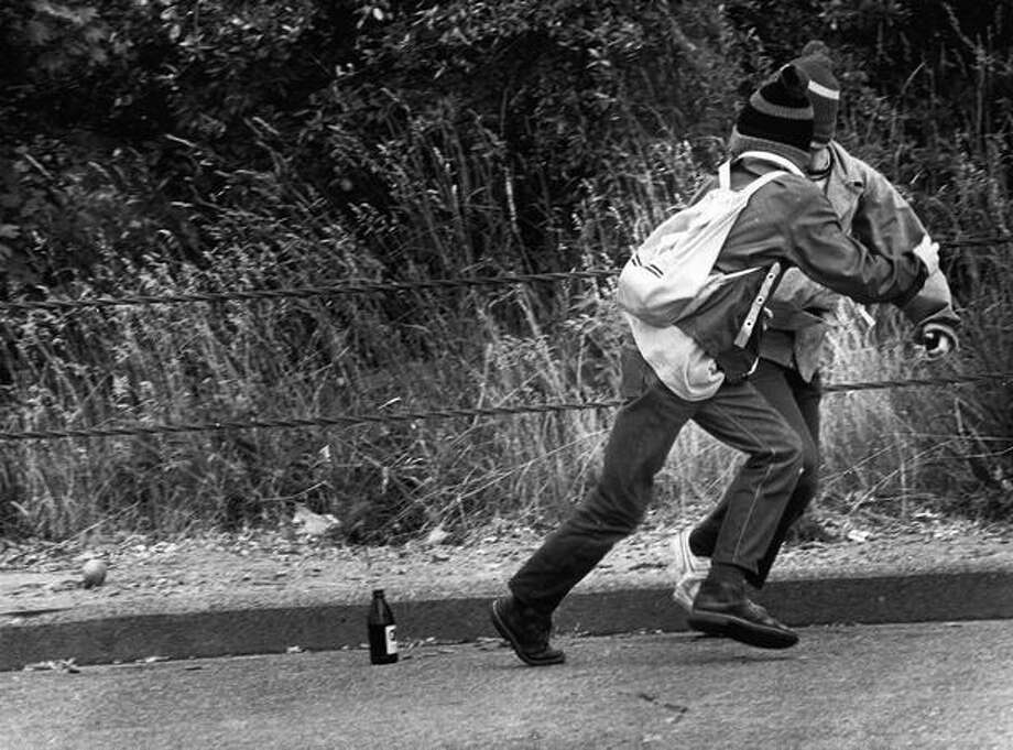 Kids in King County hurry to get away from a firework on June 28, 1975. Photo: P-I File