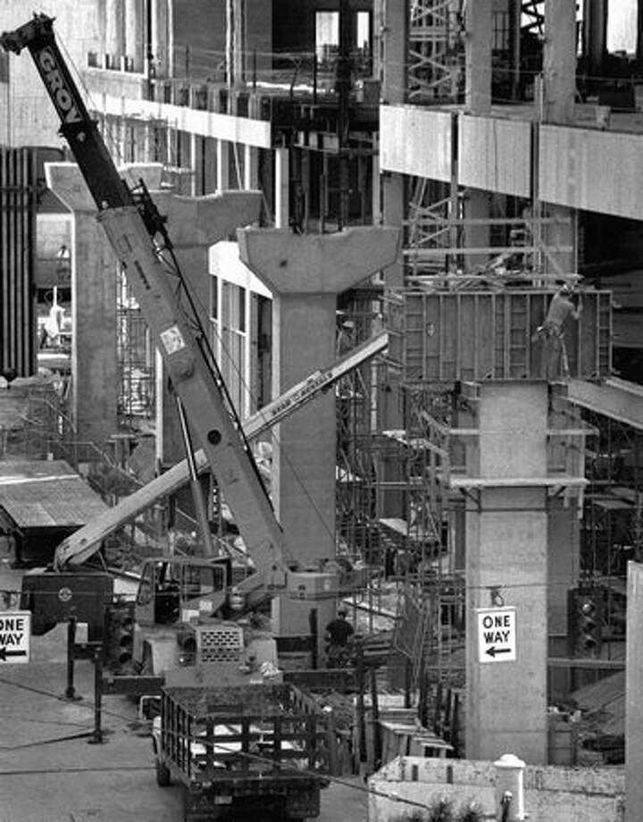 A view from the Westin Hotel of monorail construction at Fifth Avenue and Westlake, April 12, 1988. Photo: P-I File