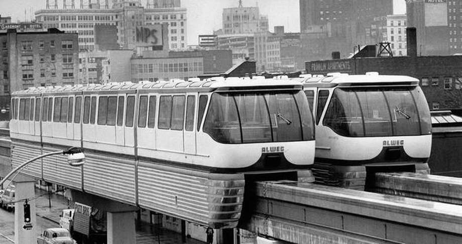 A drawbar linked Monorail cars for tandem towing, May 1962. Photo: P-I File