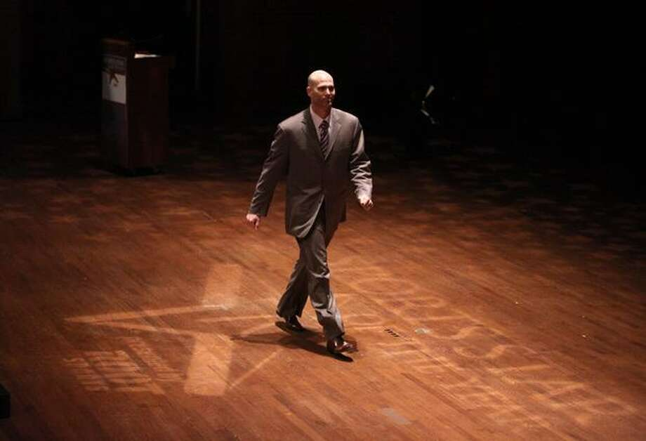 Atlanta pitcher Tim Hudson walks onstage to accept the Hutch Award during the 76th annual Seattle Sports Star of the Year Awards on Wednesday at Benaroya Hall in Seattle. Photo: Joshua Trujillo, Seattlepi.com
