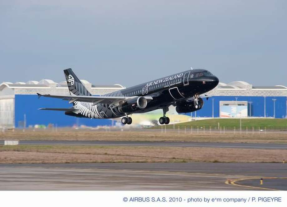 Air Lease Corp. takes delivery of the first of 51 ordered Airbus A320s, an Air New Zealand airliner in the colors of New Zealand's All Blacks rugby team. Photo: Airbus