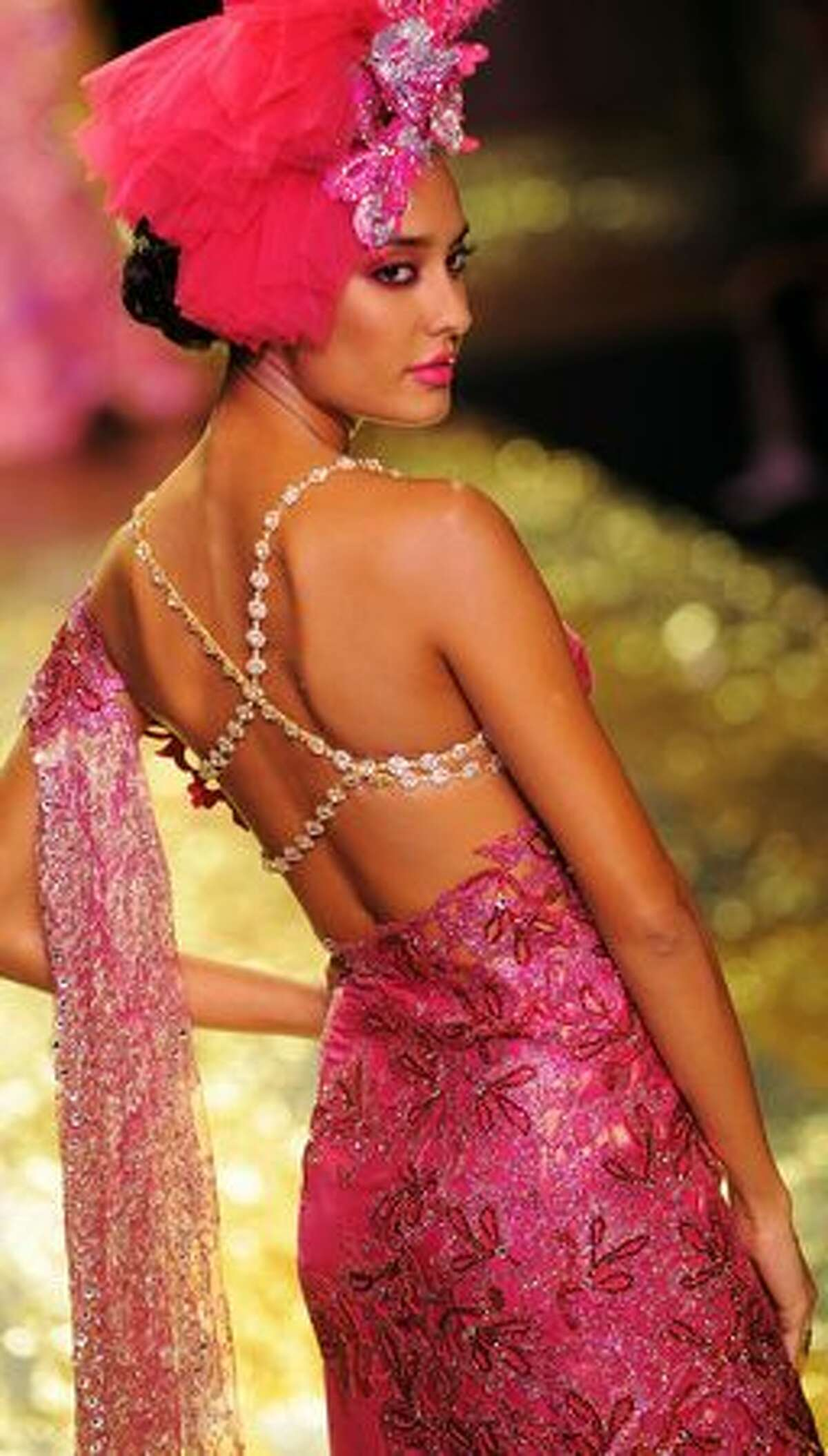 Model Lisa Haydon presents a creation by Indian designer Manav Gangwani during the Pearls Infrastructure Delhi Couture Week 2010 in New Delhi.