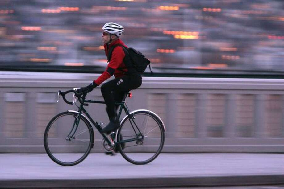 A bike commuter crosses the Fremont Bridge, Dec. 17, 2007. Photo: P-I File