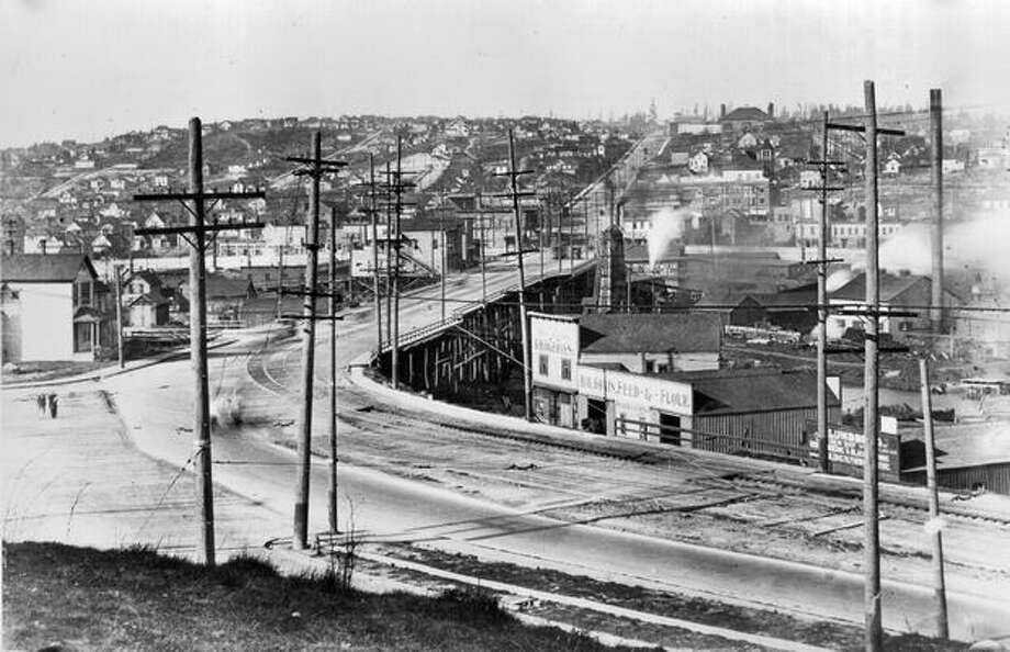 The Fremont Bridge shown here in 1915 was replaced by the current bridge, which had opening ceremonies July 4, 1917. Photo: P-I File