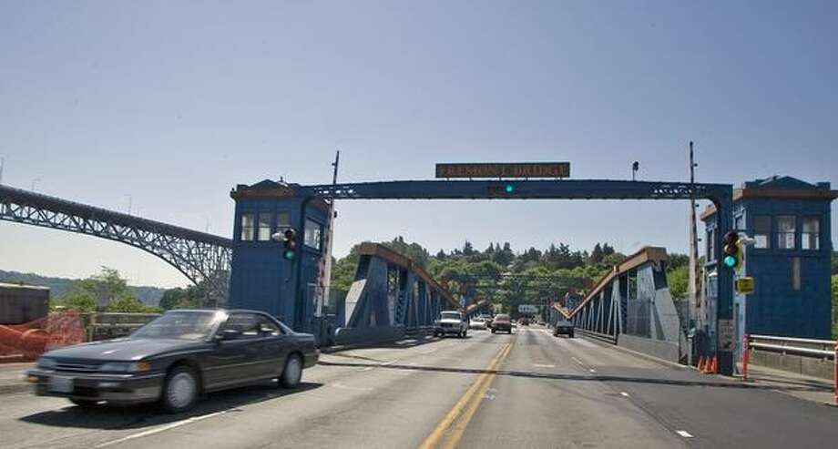 The May 2006 photo caption read: Traffic crossing the Fremont Bridge. The bridge is closing for a year, which will affect car, bike and foot traffic as well as north end residents and businesses. Photo: P-I File