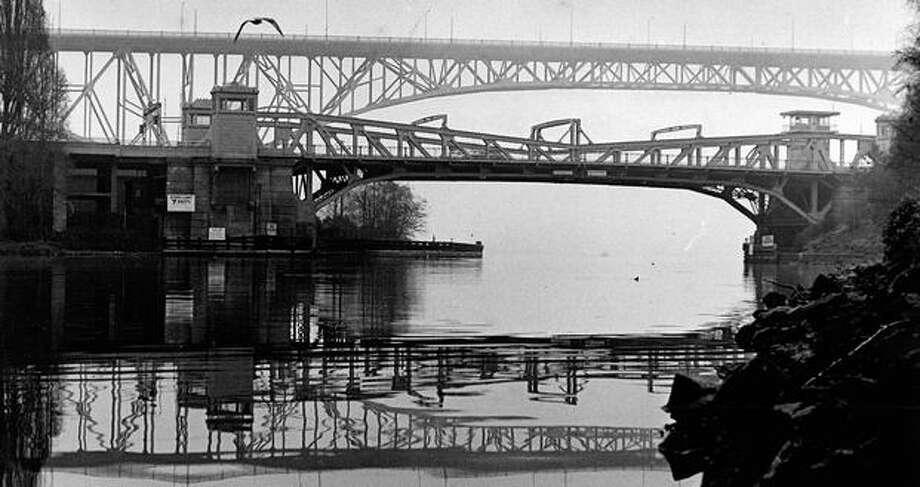 The Fremont and Aurora bridges, July 23, 1981. Photo: P-I File