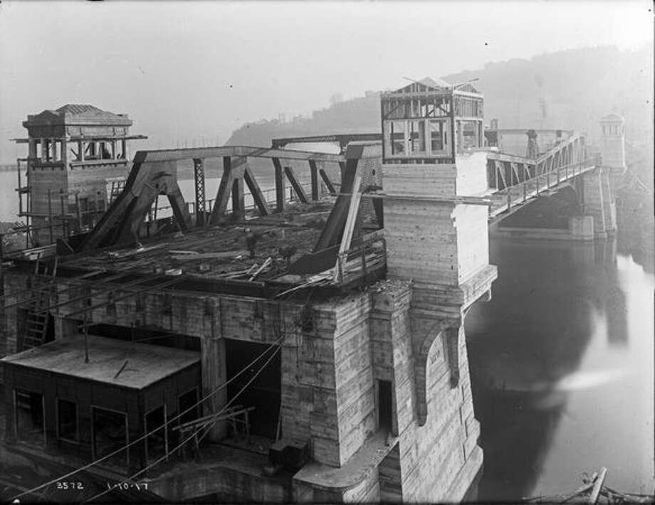 The Fremont Bridge, January 1917. (Seattle Municipal Archives/1211) Photo: P-I File