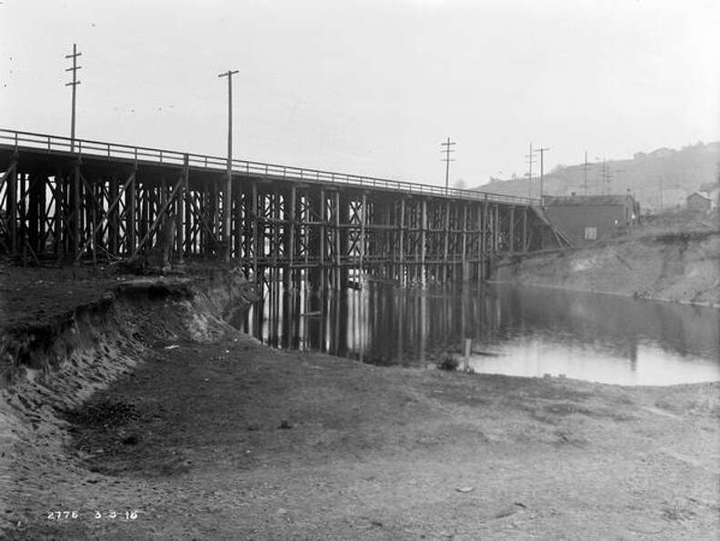 The previous Fremont Bridge, March 1915. (Seatt