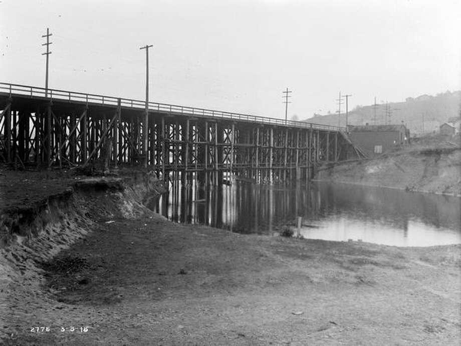 The previous Fremont Bridge, March 1915. (Seattle Municipal Archives/575) Photo: P-I File