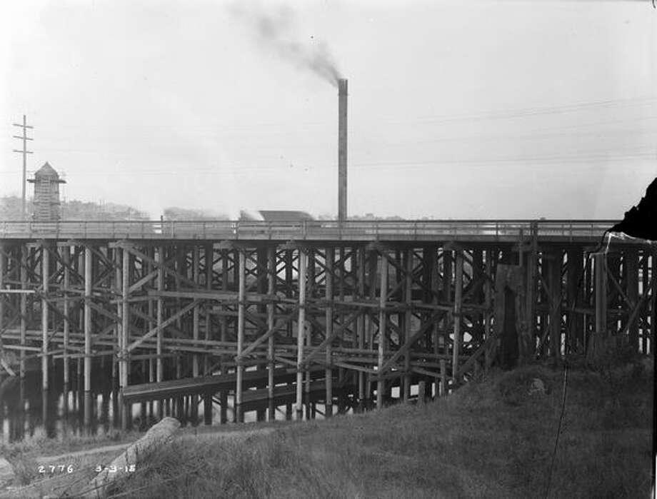 The previous Fremont Bridge, March 1915. (Seattle Municipal Archives/576) Photo: P-I File