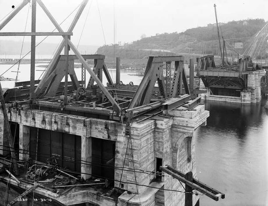 The Fremont Bridge, October 1916. (Seattle Municipal Archives/1186) Photo: P-I File