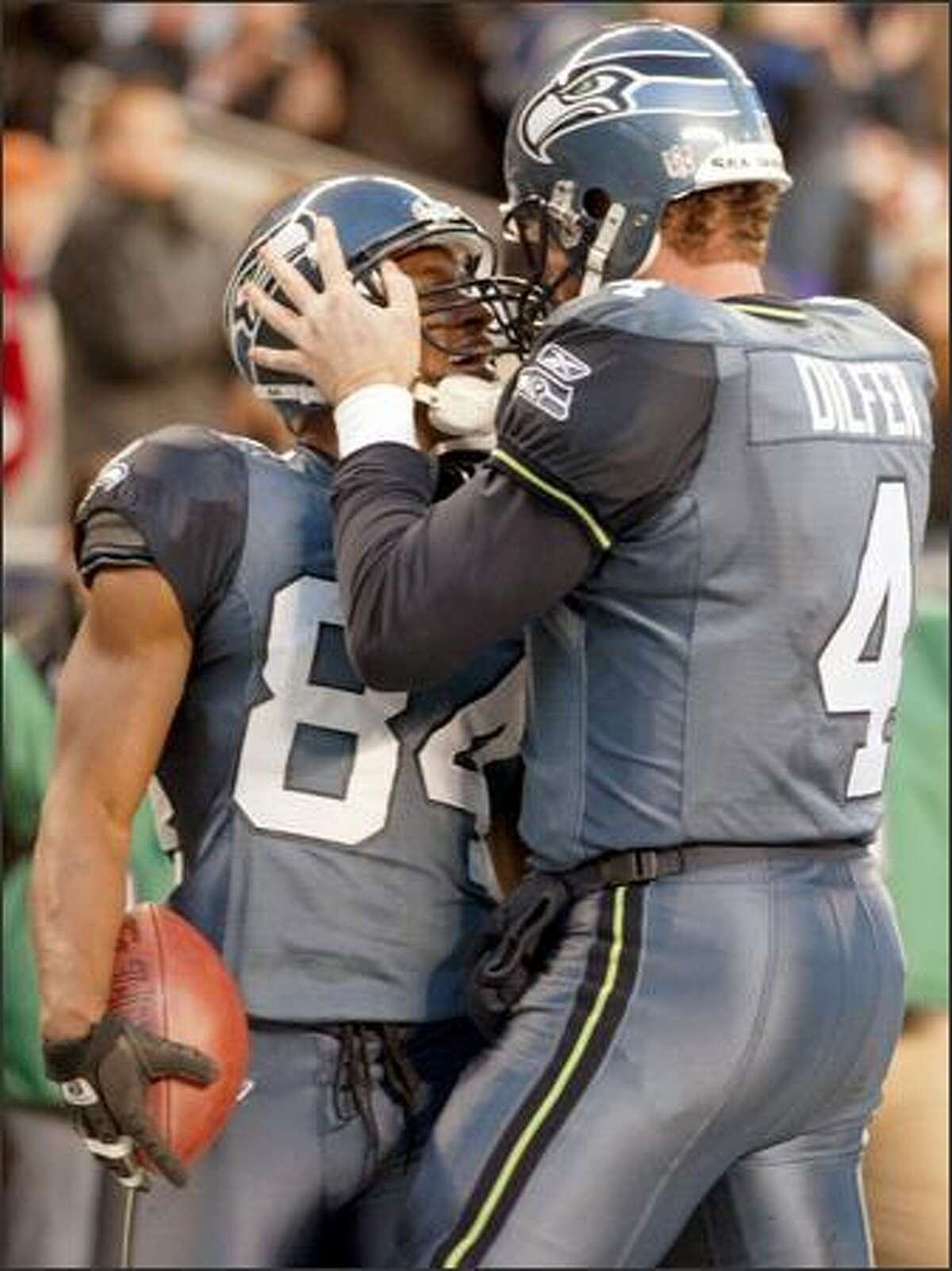 Trent Dilfer congratulates teammate Bobby Engram on his 3-yard touchdown with 3:16 left in the fourth quarter of play.