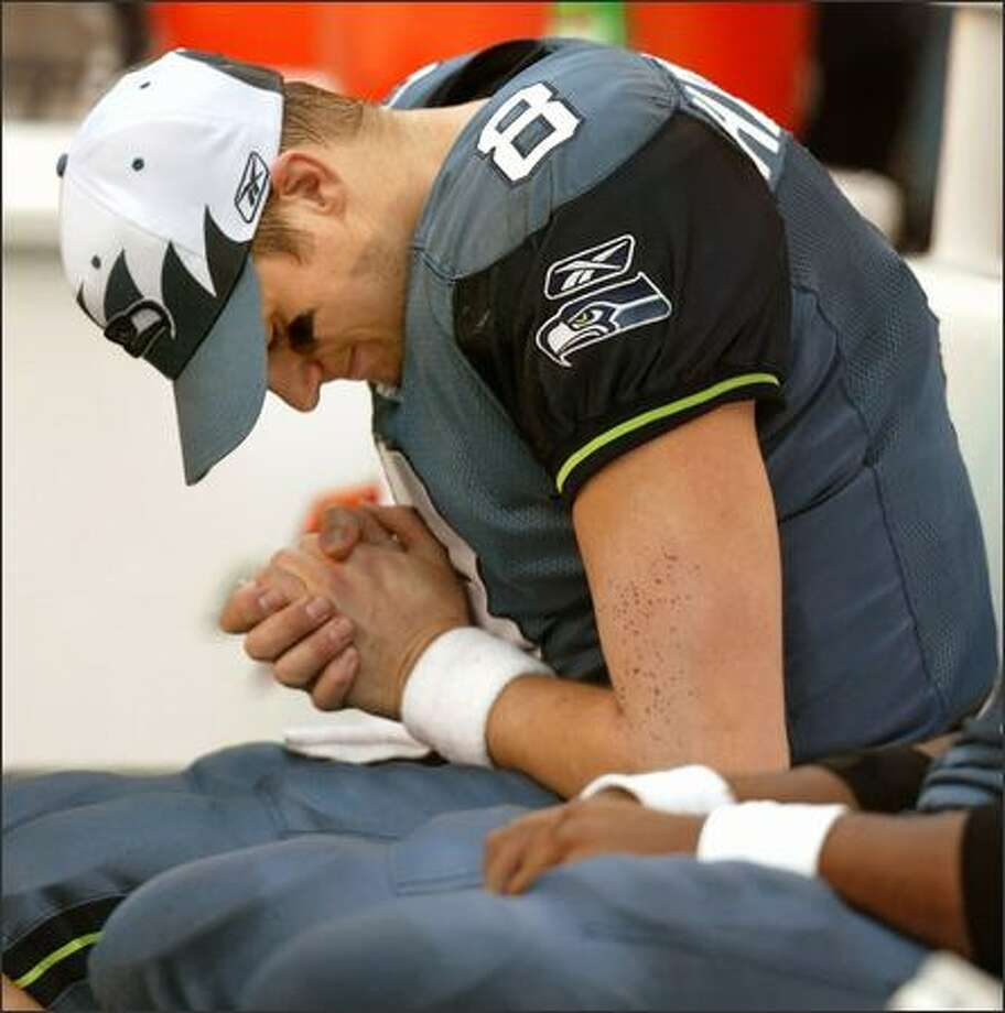 Seattle Seahawks Matt Hasselbeck holds his injured hand after walking off the field with 6:17 left in the second quarter. Photo: Mike Urban, Seattle Post-Intelligencer