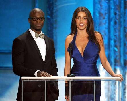 Actors Taye Diggs (L) and Sofia Vergara speak onstage. Photo: Getty Images