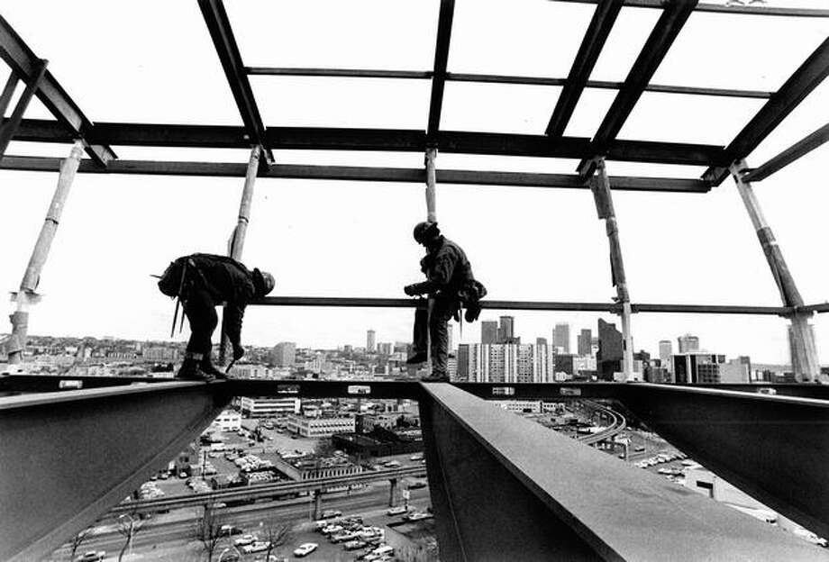 Work on the Space Needle's renovation at the 100-foot level, 1982. Photo: P-I File
