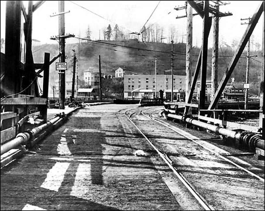West Seattle Bridge, 1914: Motorists and streetcar riders traveling between West Seattle and Seattle in 1914 crossed this wooden-plank version of the West Seattle Bridge, located north of the current structure in the vicinity of Harbor Island. Photo: Seattle Post-Intelligencer