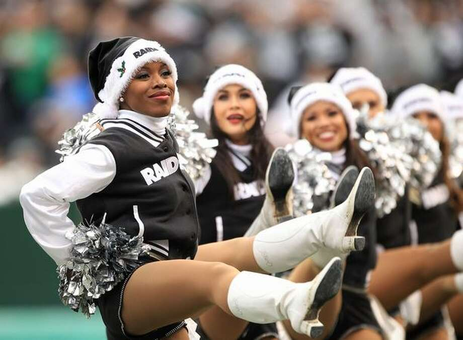 The Raiderettes cheer for the Oakland Raiders, Photo: Getty Images