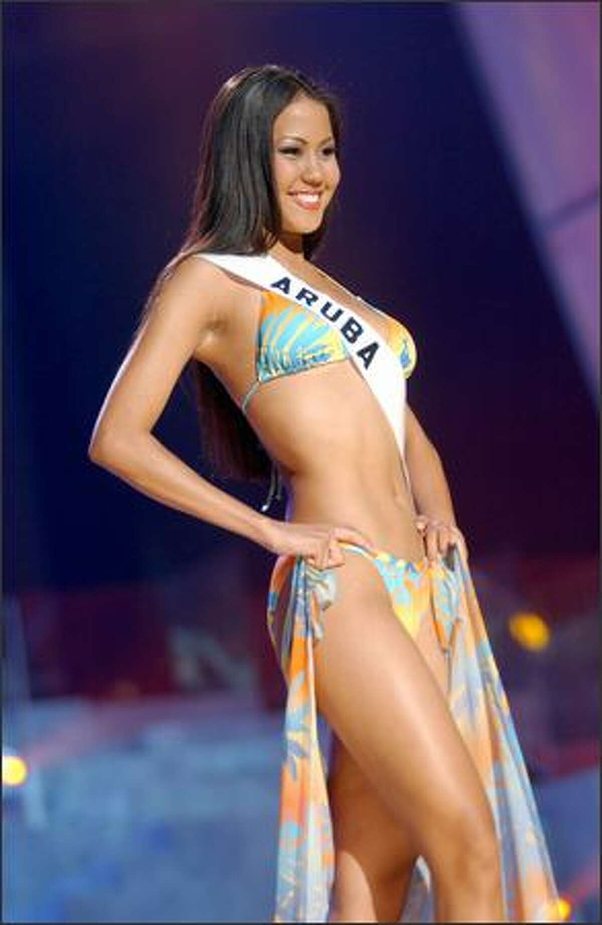 Zizi Lee, Miss Aruba.