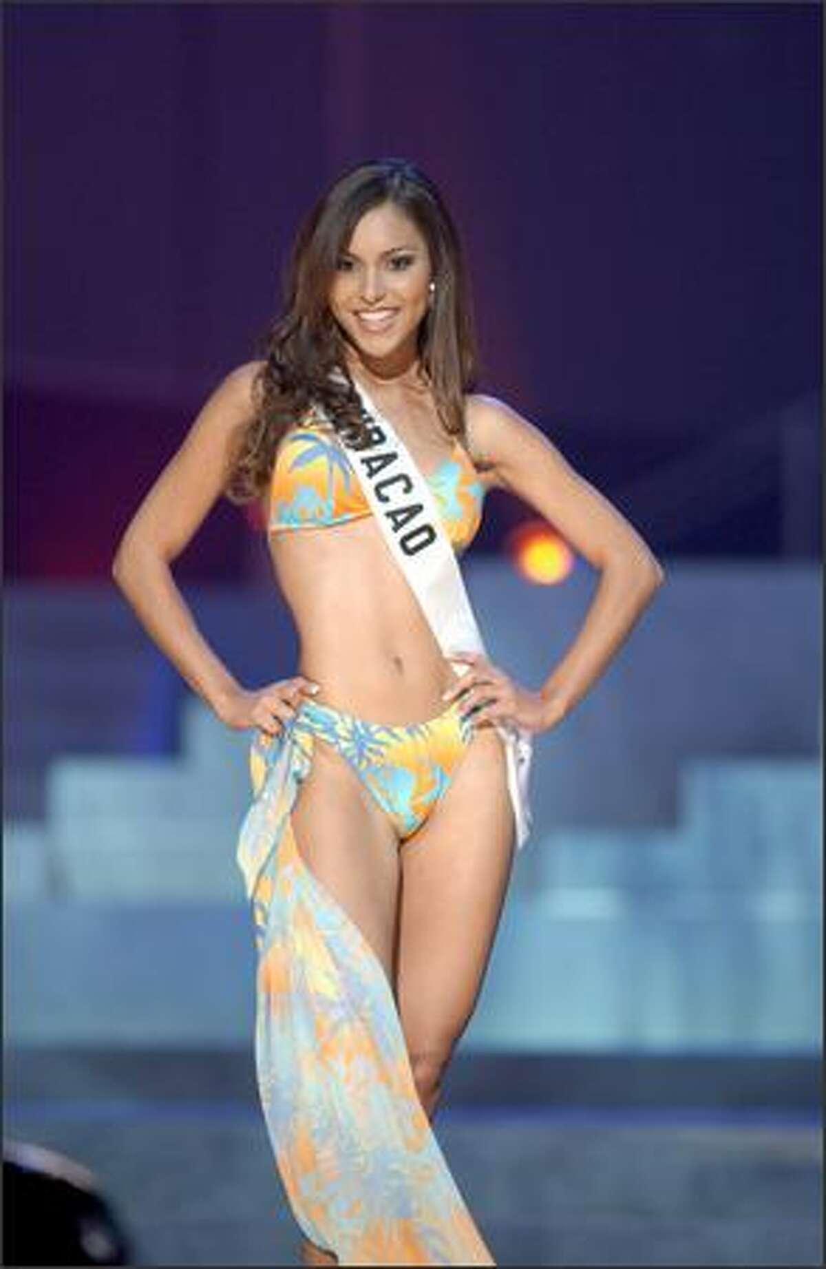 Angeline da Silva de Goes, Miss Curacao.