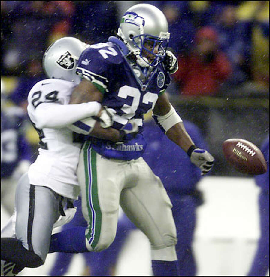 On the key play of the game, Oakland's Charles Woodson strips Ricky Watters of the football, which improbably turned into a Seahawks safety and paved the way to victory. Photo: Mark Sobhani, Seattle Post-Intelligencer