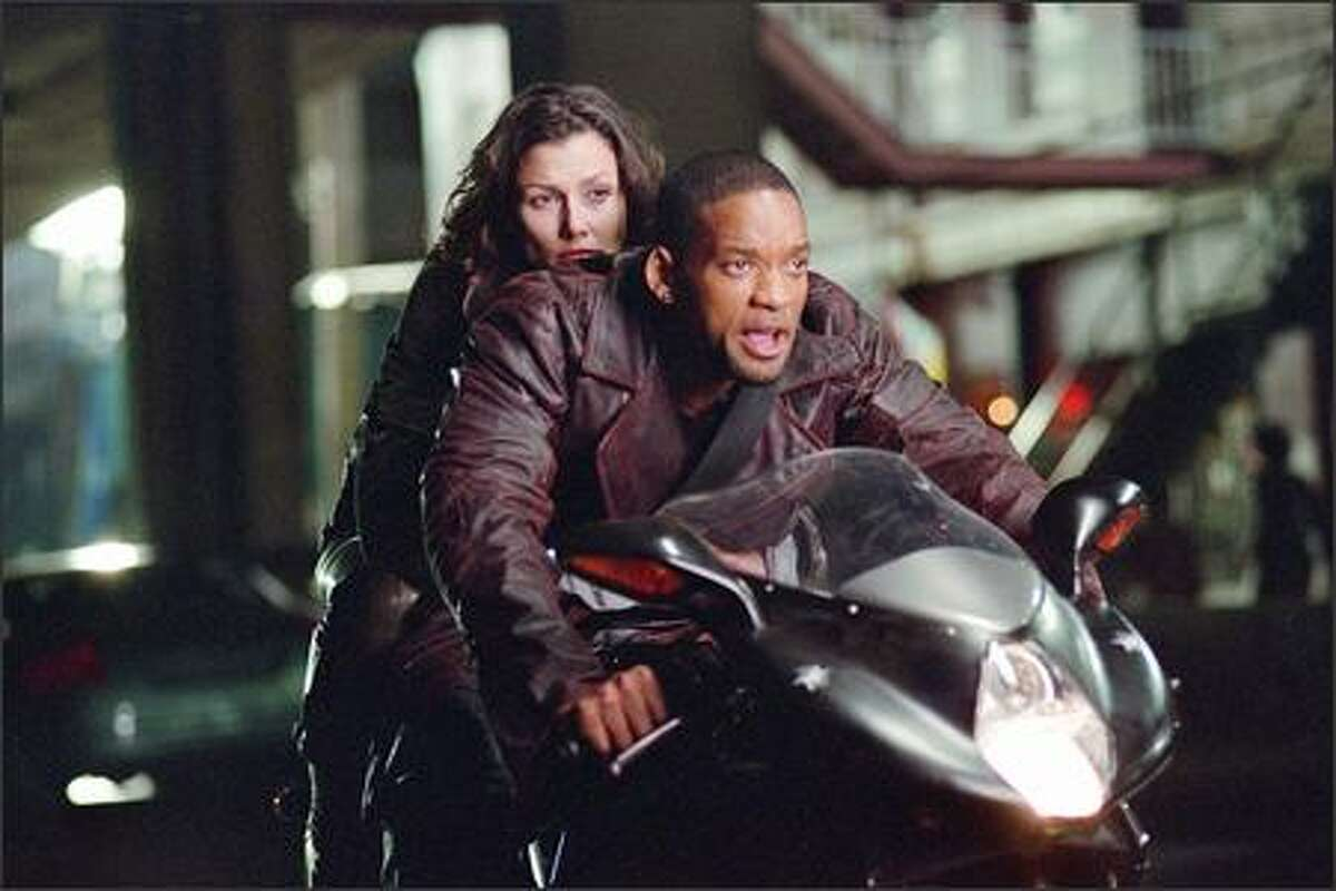 Detective Del Spooner (Will Smith) and Dr. Susan Calvin (Bridget Moynahan) race to stop a threat to the citizens of Chicago -- and possibly, to the entire world. The story takes place 30 years from now on a technological and social precipice, as the number of robots in the U.S. is about to triple.