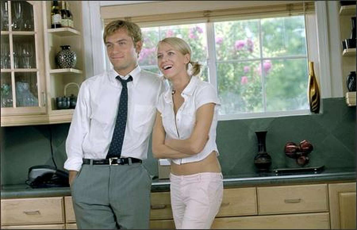Huckabees executive Brad Stand's (Jude Law) relationship with spokesmodel Dawn (Naomi Watts) provides ripe fruit for investigation by metaphysical detectives Bernard and Vivian.