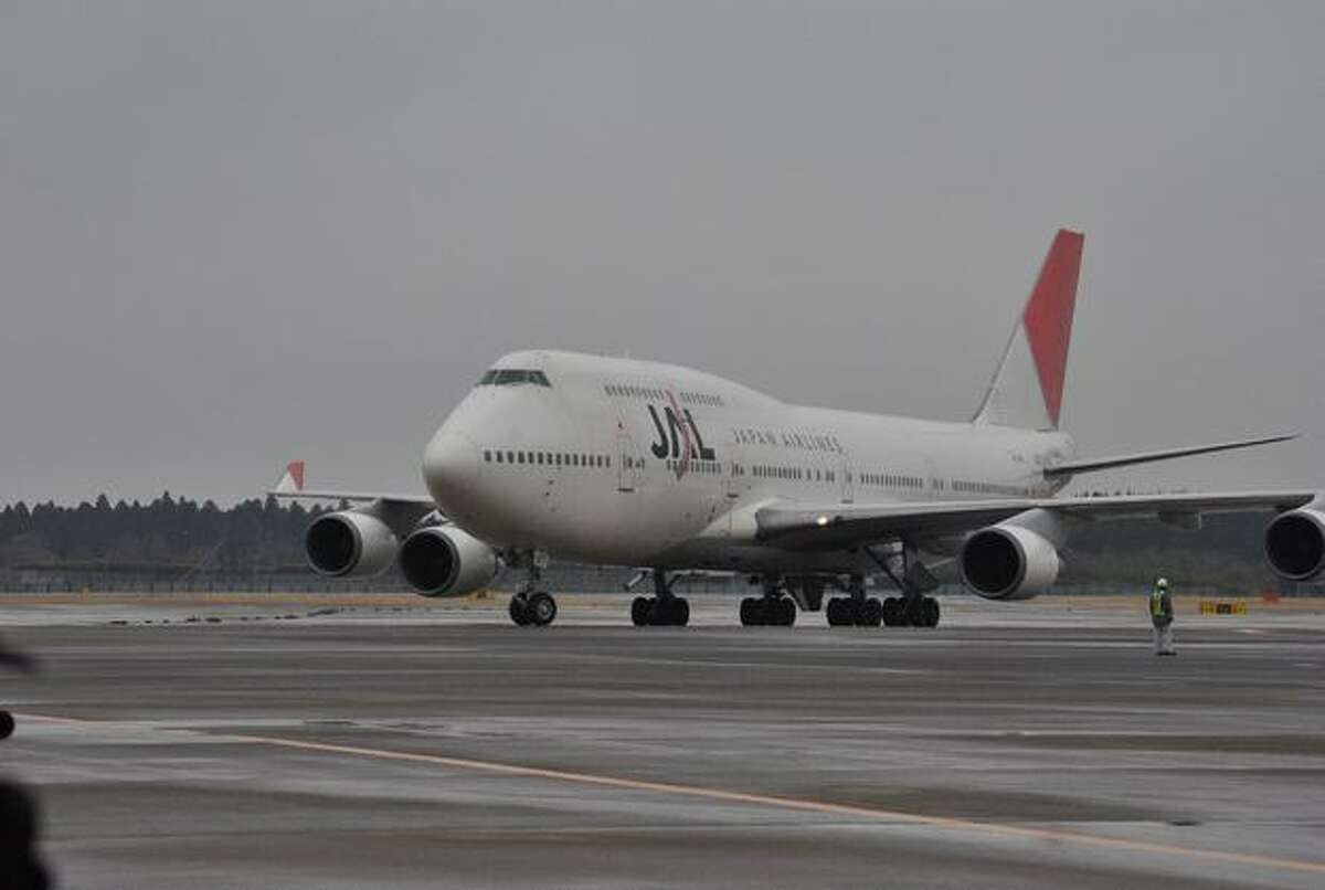One of Japan Airlines final two Boeing 747-400s lands for the last time at Tokyo Narita Airport after a flight from Honolulu. (Japan Airlines) See the original post