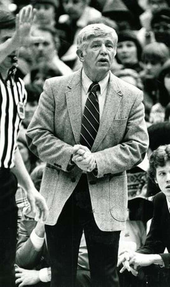 UW basketball coach Marv Harshman watches as his Huskies take on California in January 1982. Washington won 74-62. Photo: P-I File