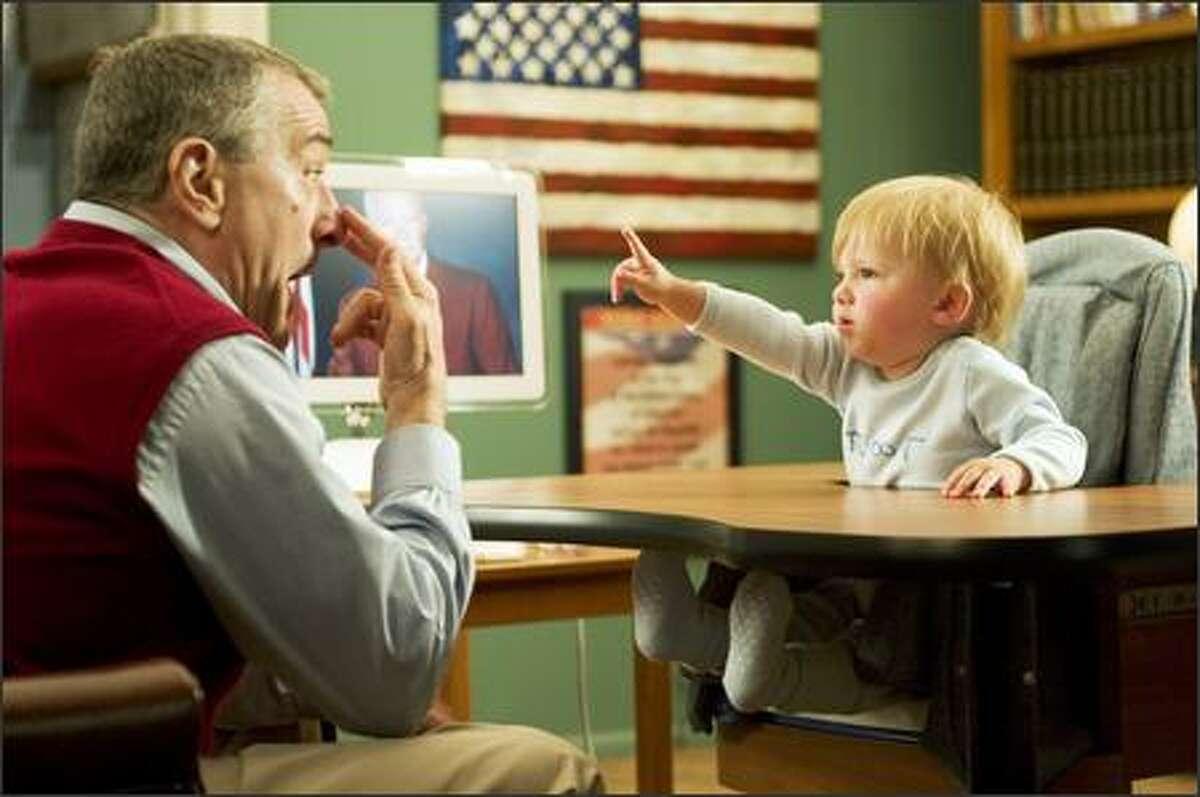 Jack Byrnes (Robert De Niro) plays with his grandson Little Jack.
