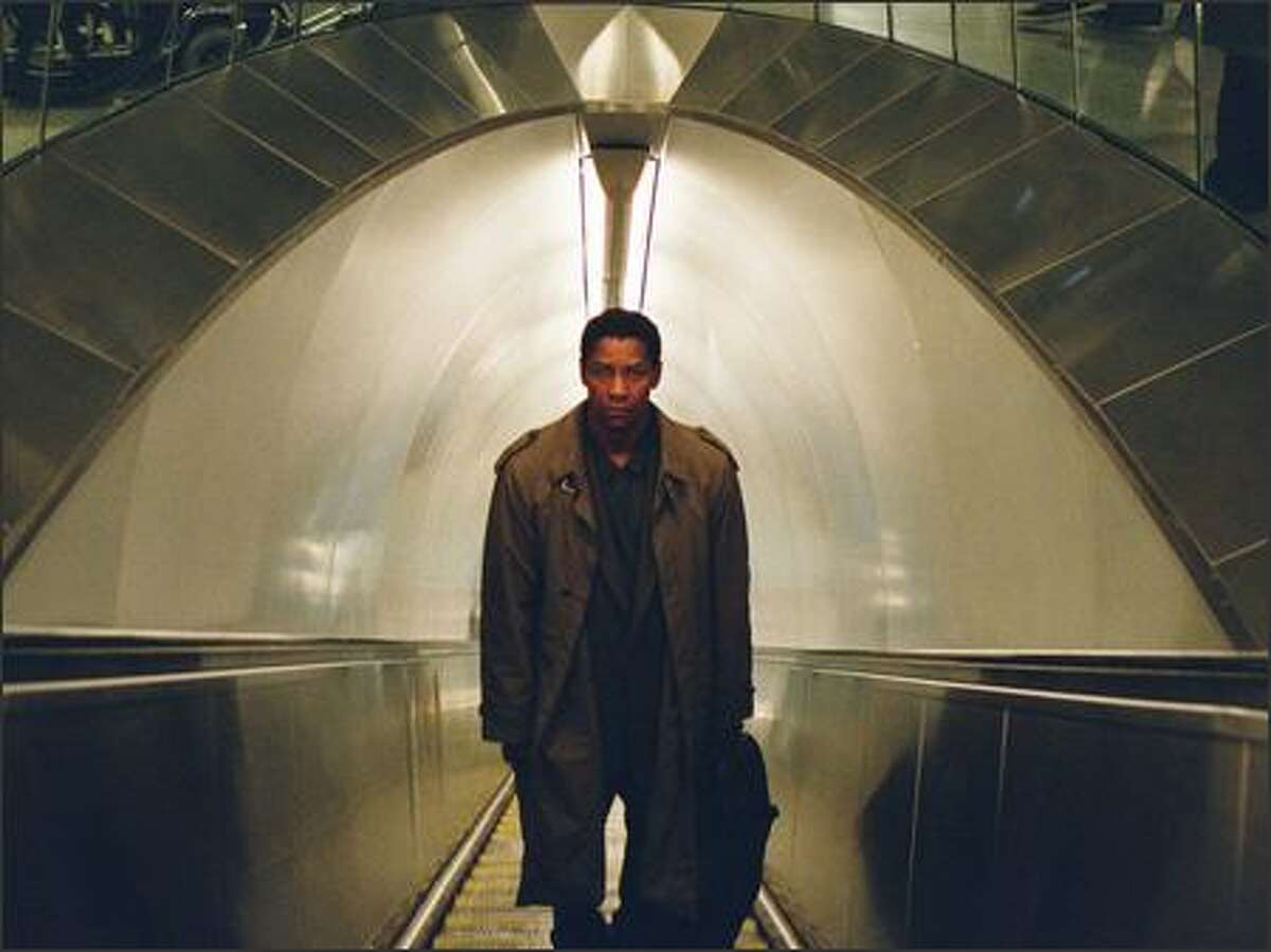 Ben Marco's (Denzel Washington) increasingly urgent suspicions about a wide-ranging conspiracy are dismissed as paranoid delusions. Or, at least, that's what people tell him.