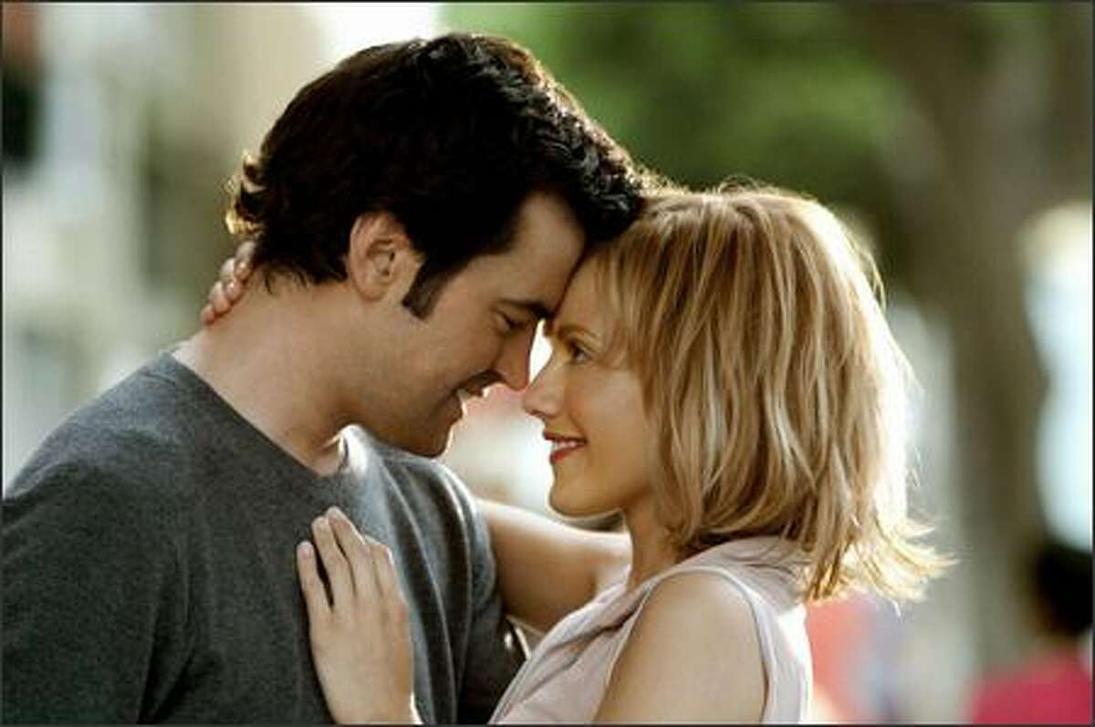 Stacy (Brittany Murphy) is happy with boyfriend Derek (Ron Livingston) but frustrated that he refuses to discuss his past relationships.
