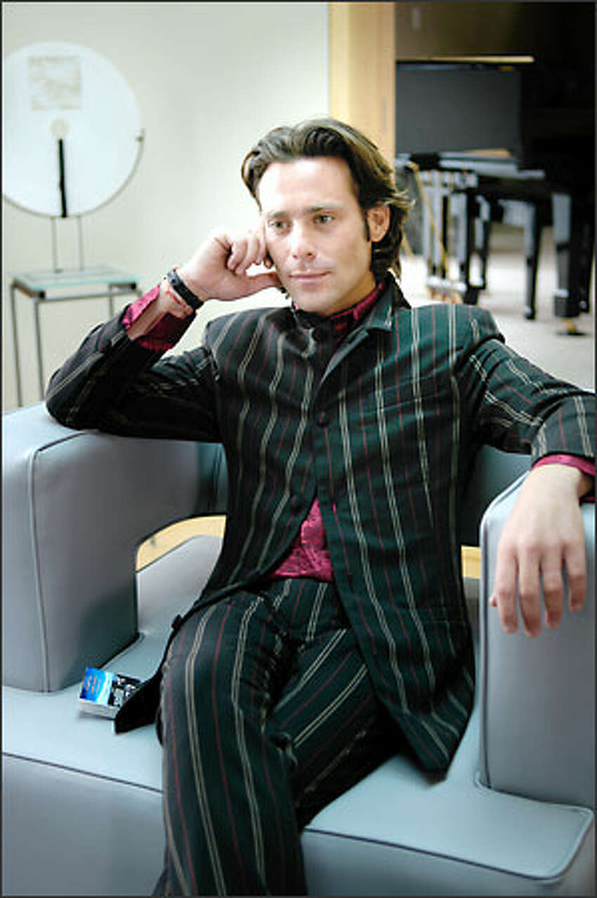 Keeping secret his involvement in the Cylon attack, the brilliant scientist Dr. Gaius Baltar (James Callis) becomes a key adviser to humanity's surviving leaders -- who don't suspect that he remains under Cylon influence.